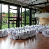 Bürgersaal mit festlich gedeckten Tischen